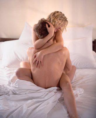 Her şeyin tamamen bir kovalamacadan ibaret olduğunu ve seks başladığında bu kovalamacanın bittiğini söylüyor Taylor. Sizden gerçekten hoşlanmadığı takdirde tüm ilgisini kaybeder ve sadece bir defa çıktığınız için sizi tanıma fırsatını da bulamamış olur. İkiyüzlü olduklarının farkında olan erkekler kendilerine çoğu kadının gözden kaçırdığı bir şeyi itiraf ediyorlar: Sizin ilişki içerisinde daha iyi olan taraf olmanızı ve gelişmeleri için onlara ilham vermenizi istiyorlar! Her ikiniz de birbirinize henüz bağlanmadan ona vahşi yüzünüzü gösterirseniz kendisini etkileyemezsiniz. Yani maalesef onunla yatmamanız gerekiyor.